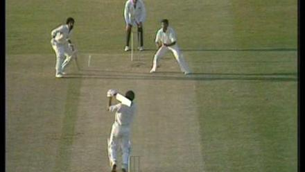 Murray & Roberts add 64 for the 10th wicket to beat Pak by 1-wicket