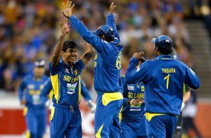 41825 Sri Lanka celebrates
