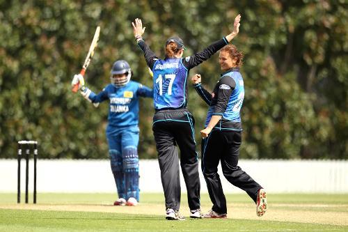 Suzie Bates and Amy Satterthwaite of New Zealand celebrate