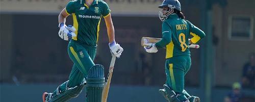 Marizanne Kapp and Trisha Chetty batting against India Women