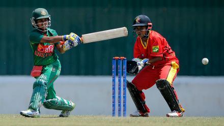 Fargana Hoque plays a shot