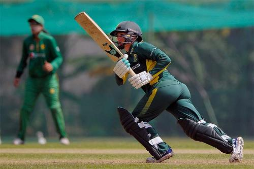 Mignon du Preez batting against Pakistan Women