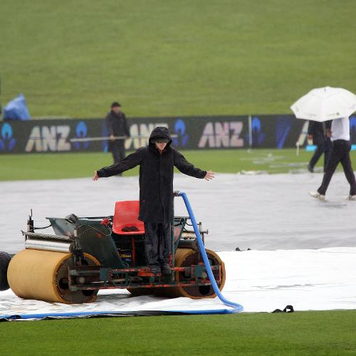 Rain intrupts the start of play during day five of the third Test