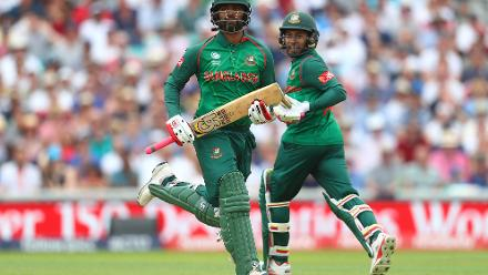 After a 166-run stand for the third wicket, Tamim Iqbal and Mushfiqur Rahim fell off successive deliveries in the 45th over to Liam Plunkett.