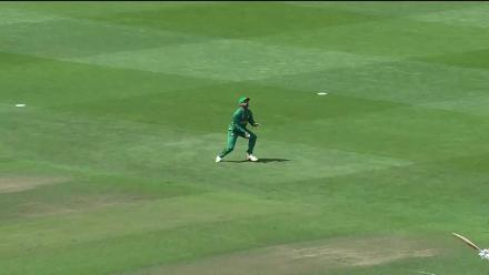 WICKET: de Villiers falls to Wasim for a duck