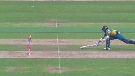 WICKET: Mendis run-out courtesy a direct hit by Bhuvneshwar