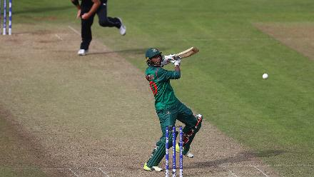 Mahmudullah and Shakib Al Hasan kept bangladesh in the hunt, stringing together a splendid partnership