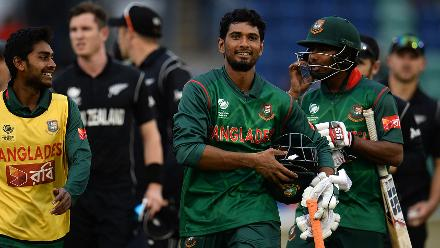 Mahmudullah took Bangladesh to a five-wicket victory, ending unbeaten on 102