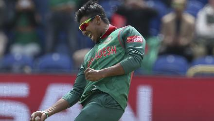 Mashrafe Mortaza took a gamble by introducing Mosaddek Hossain's off-spin late in the innings, and it paid rich dividends.