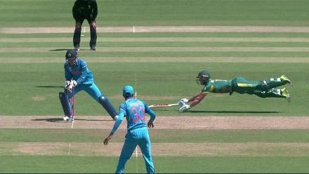 WICKET: de Villiers run-out courtesy a quick work by Dhoni