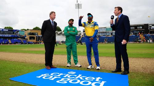 Sarfraz Ahmed, the Pakistan captain, won the toss and opted to bowl in the last league match of the Champions Trophy against Sri Lanka.
