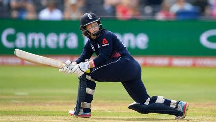Tammy Beaumont plays a shot