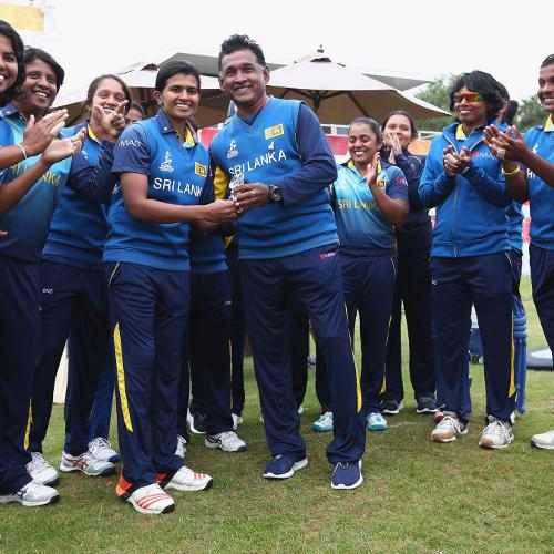 Hemantha Devapriya, coach of sri Lanka presents Shashikala Siriwardene with a cap to mark her 100th ODI.