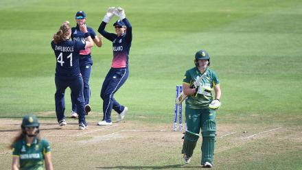 Anya Shrubsole struck early, dismissing the in-form Lizelle Lee for 7