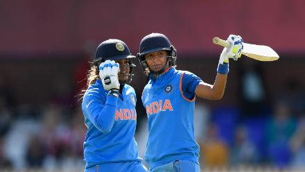 India smashed an incredible 129 runs in its last ten overs, reaching a formidable 281 for 4 at the end of its innings