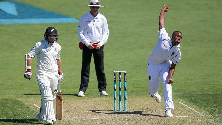 Miguel Cummins took good advantage of the Wellington pitch with bowling figures of 6 runs in eight overs, including five maidens.