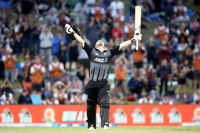 Colin Munro celebrates another hundred
