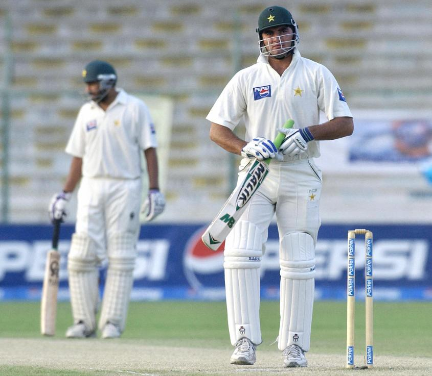 Shaheen's brother Riaz walks off after being dismissed in his only Test