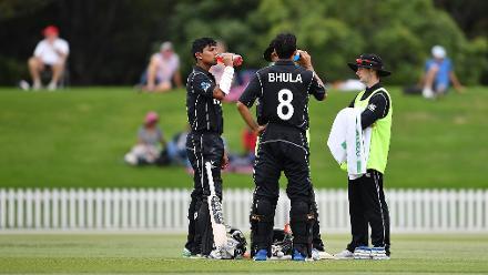 New Zealand batsmen take drinks