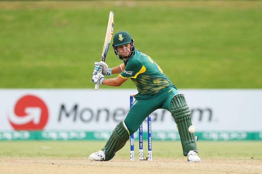 Gerald Coetzee of South Africa sets himself