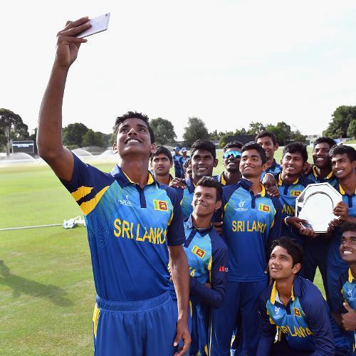 Sri Lanka take a team selfie