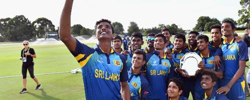 Sri Lanka take a team selfie