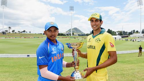 Captains Prithvi Shaw of India and Jason Sangha of Australia