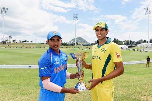 Captains Prithvi Shaw of India and Jason Sangha of Australia