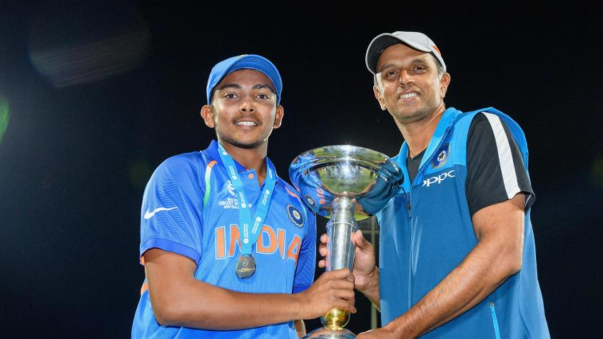 Prithvi Shaw and Rahul Dravid, captain and coach of the India U19 team respectively, pose with the World Cup trophy.
