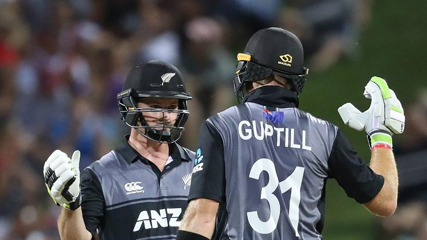 Colin Munro smashed a 21-ball 57, while Martin Guptill struck 62 off 47