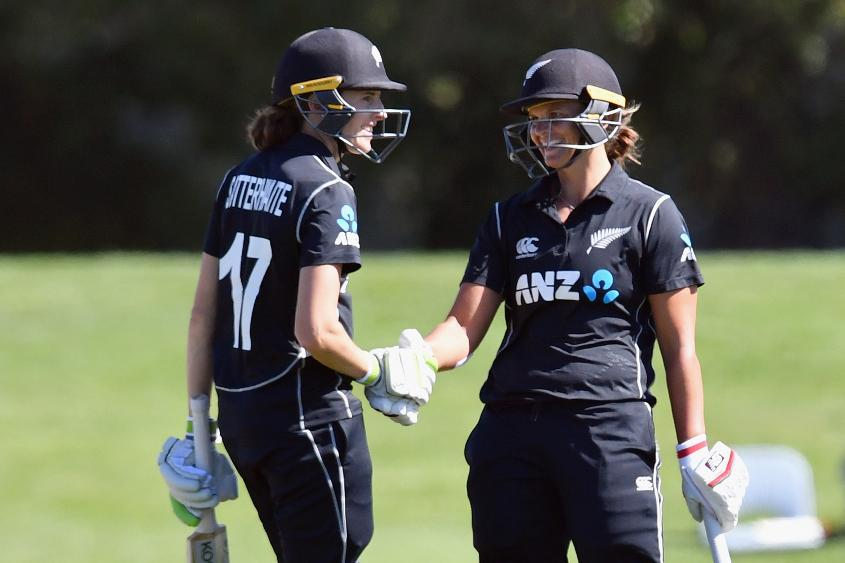 Suzie Bates and Amy Satterthwaite shared a 151-run second-wicket stand