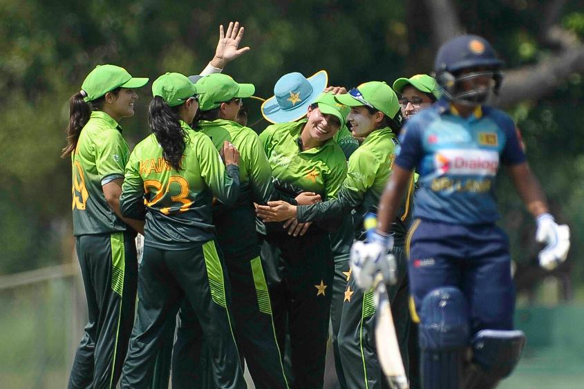 The Pakistani bowlers were dominant as Sri Lanka folded for 107