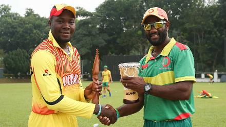 The two captains exchange gifts ahead of their contest