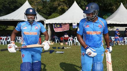 Bermuda v Malaysia: Malaysia openers walk out to bat