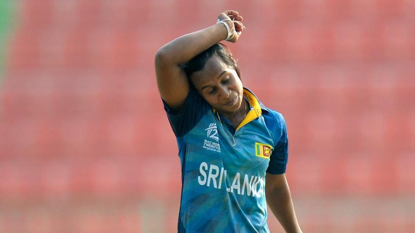 Nilakshi de Silva picked up three top-order wickets on her way to returns of 3/13