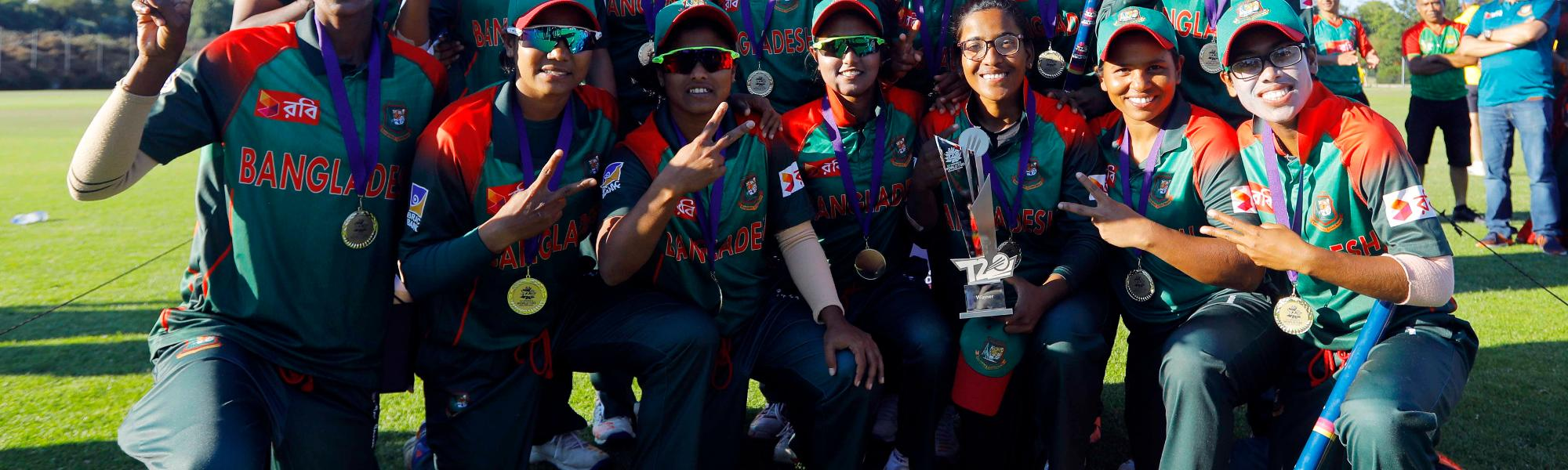 Bangladesh capt Salma Khatun with teammates poses with the trophy as the Bangladesh Team qualifies for T20 World Cup, Final, ICC Women's World Twenty20 Qualifier at Utrecht, Jul 14th 2018.