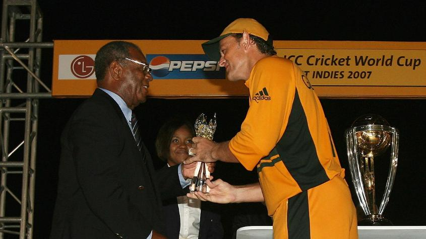 Weekes presents the Player of the Match award to Adam Gilchrist after the 2007 World Cup final