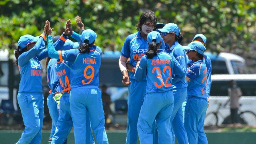 Jhulan Goswami gave Mansi Joshi good support with the wickets of Nipuni Hansika and Udeshika Prabodhani