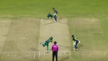 PAK v IRE: Shillington departs for 27, bowled by Sandhu