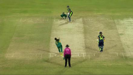 PAK v IRE: Kavanaugh bowled by Aiman Anwer