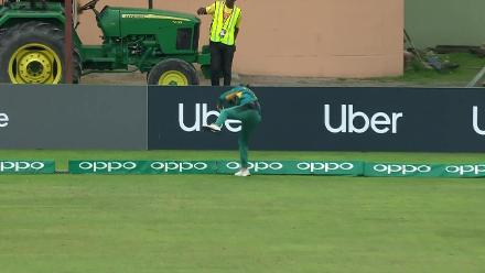 NZ v PAK: Nashra Sandhu takes a fantastic catch