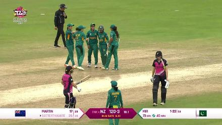 NZ v PAK: Amy Satterthwaite stumped off Sana Mir