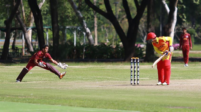 Qatar's keeper attempts a catch