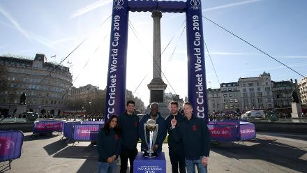 From l-r: Isa Guha, Alastair Cook, Clive Lloyd, James Anderson and Graeme Swann pose by the ICC Cricket World Cup Trophy