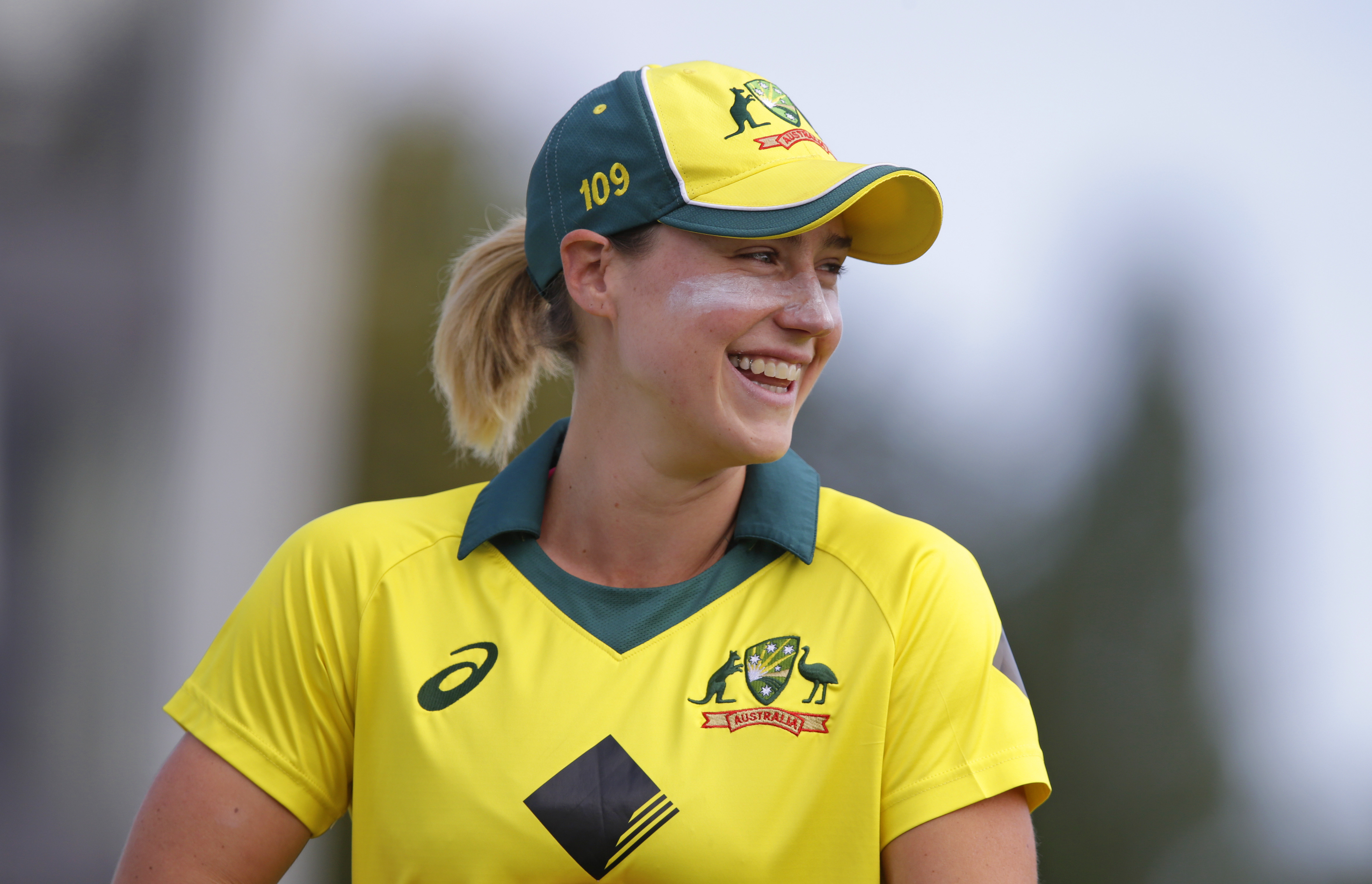 'We're pretty close, my bat and I' – Ellyse Perry revels in another masterclass