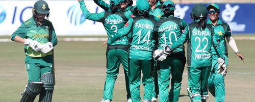 Pakistan cruised to an emphatic eight-wicket victory over South Africa in Potchefstroom