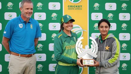 With the series tied 1-1, South Africa and Pakistan shared the trophy