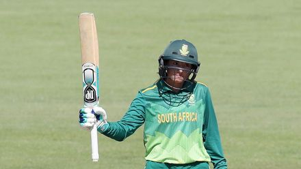 Captain Sune Luus top-scored for South Africa with a brisk 80 off 84 balls