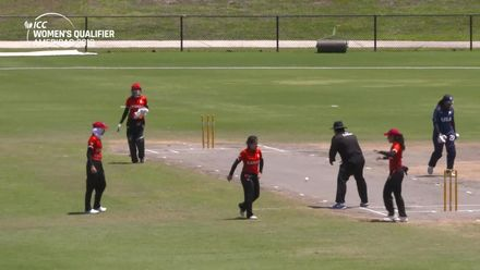 Women's Qualifier 2019 - Americas: USA v Canada, Match 3 - USA's Onika Wallerson is clean bowled