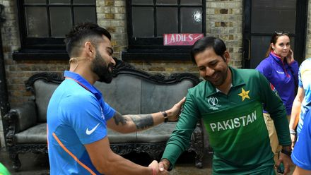 There's always time for some Indo-Pak camaraderie